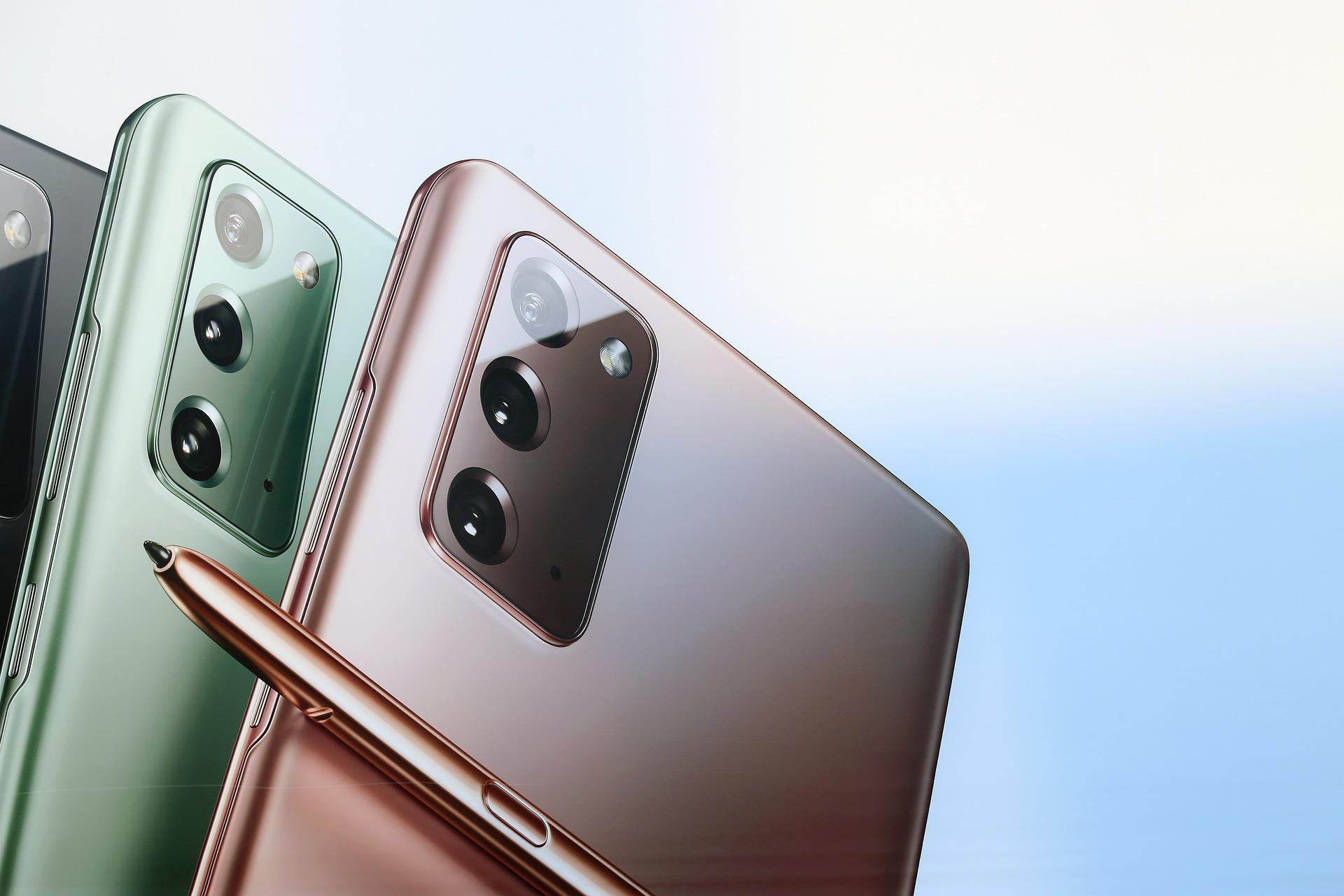 10 самых продаваемых смартфонов вРоссии. Отвечают М.Видео иЭльдорадо