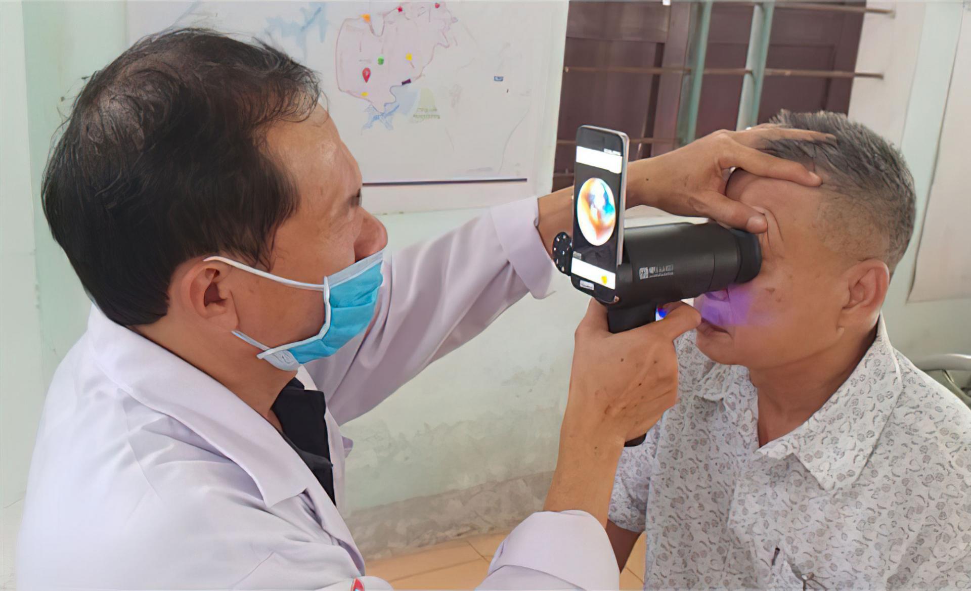 Samsung приспособила старые смартфоны для диагностики зрения