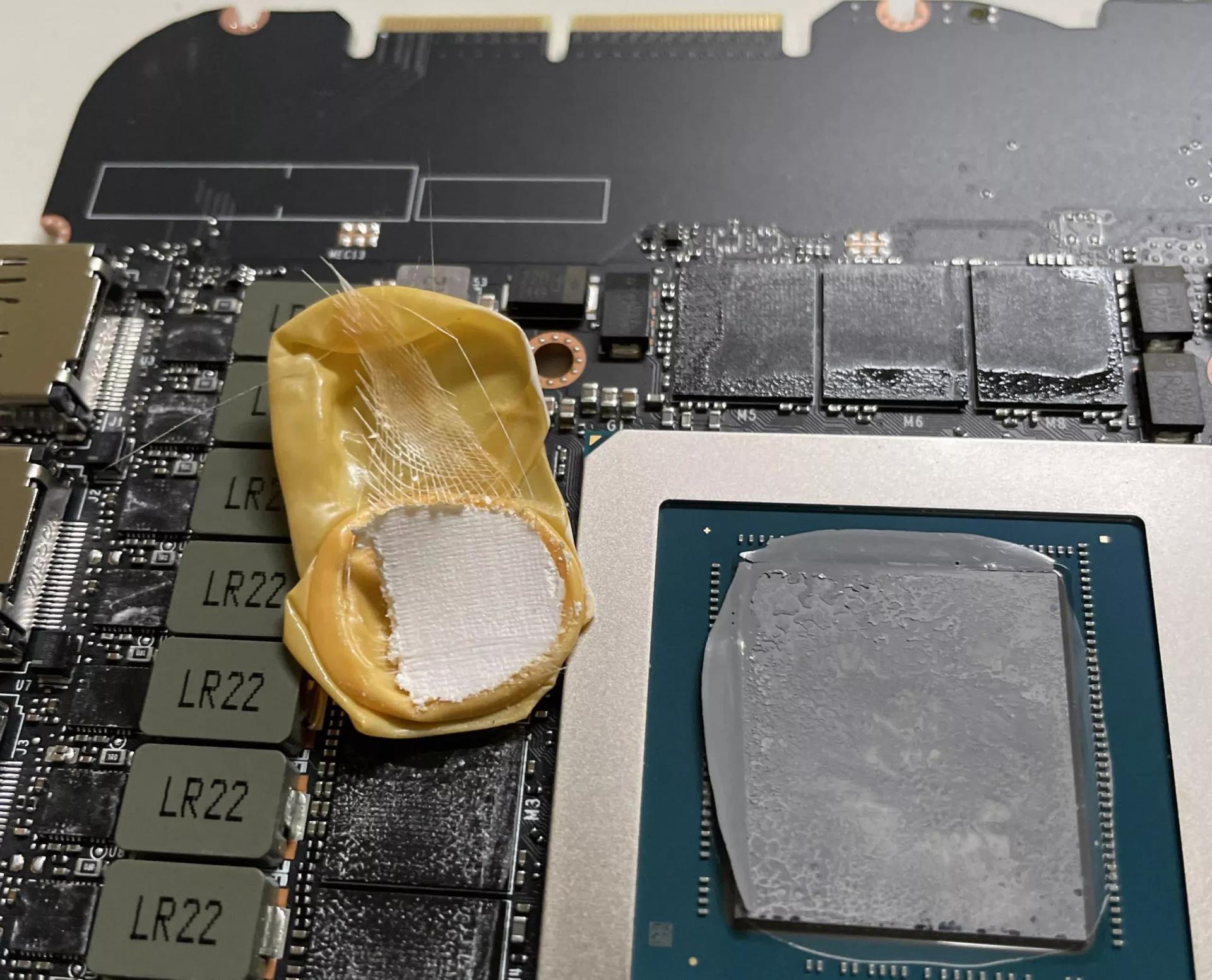 Перегревается GeForce RTX 3090? Возможно внутри напальчник