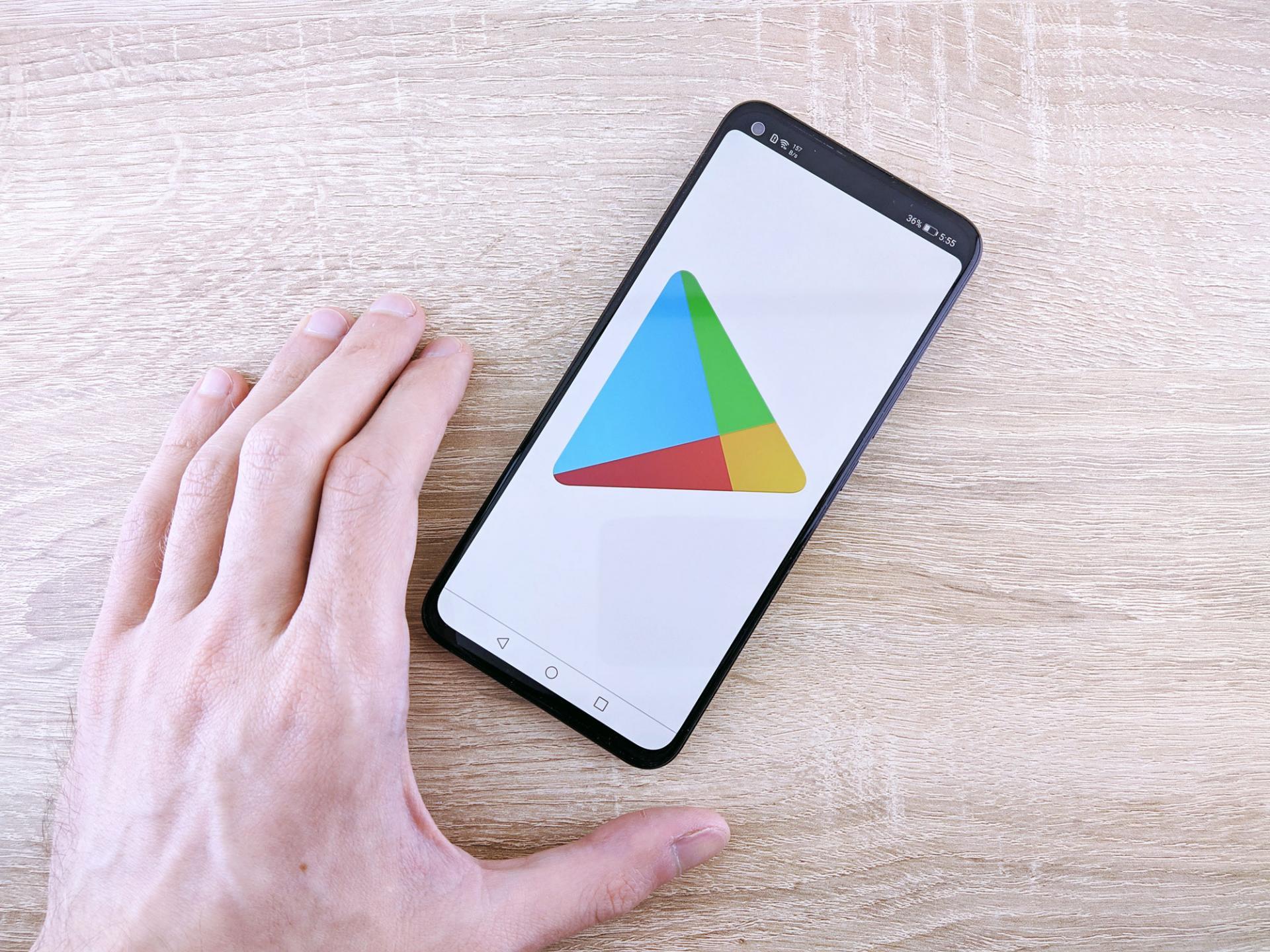 Google Play Store обновился сразу 2 раза. Свежая версия 23.9.24