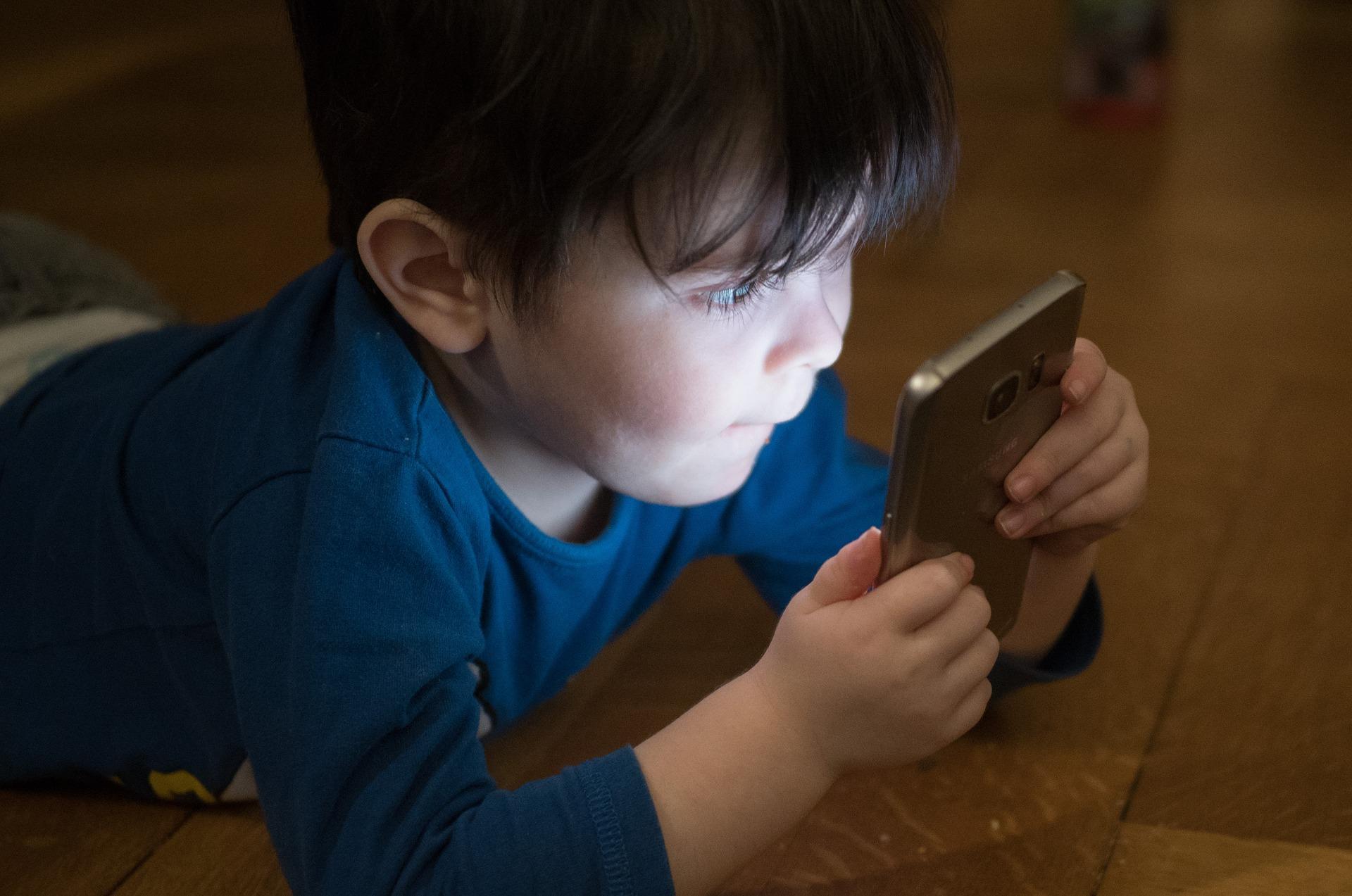 10 лучших смартфонов для детей наразный бюджет