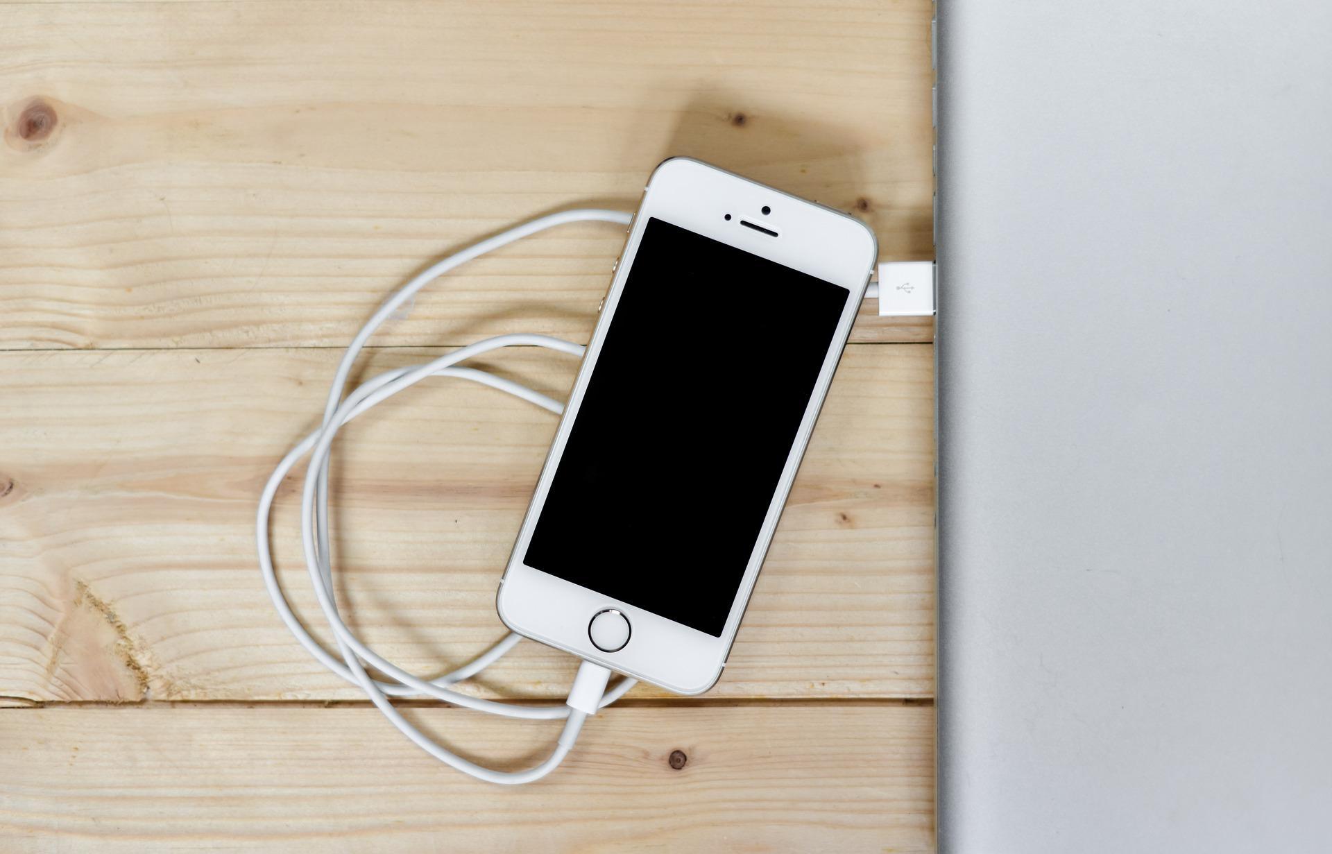 Почему кабель для зарядки iPhone так легко ломается?