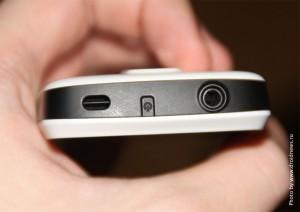 Верхняя часть смартфона: разъем под наушники, кнопка питания, динамик