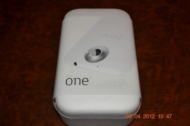 HTC One X в коробке