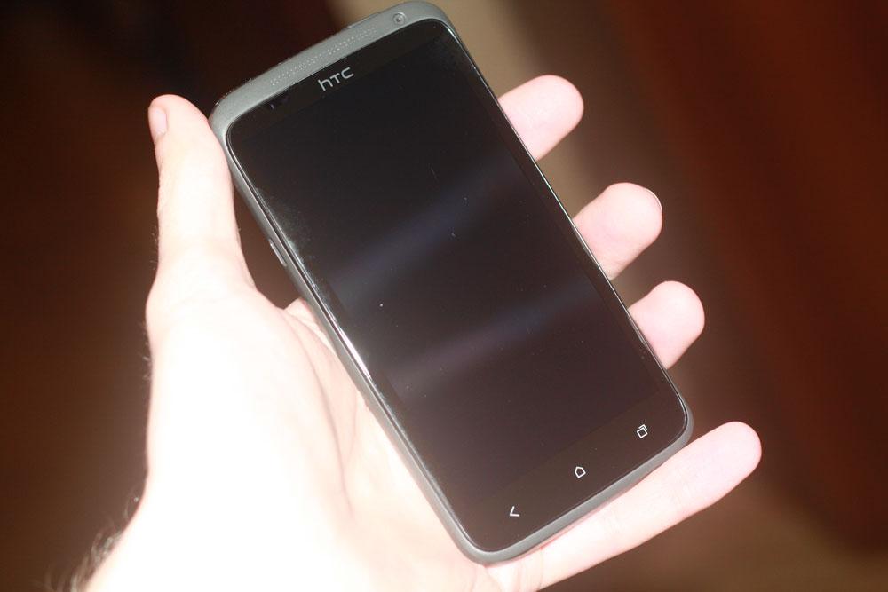 Вот какое у HTC One X стекло