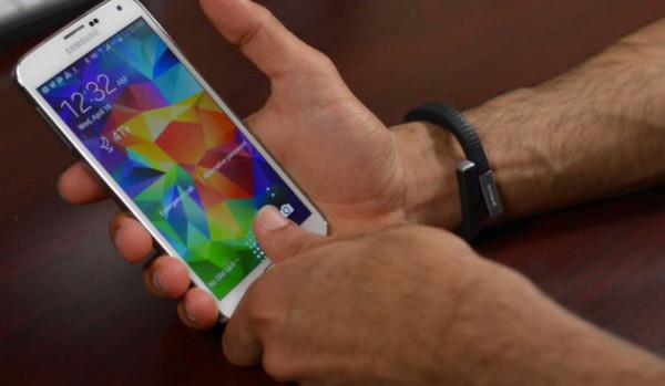 Galaxy S5, сканер отпечатков пальцев