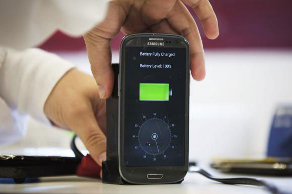 Smartphone-battery-30-seconds-charge