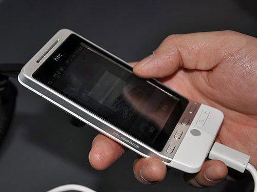 HTC Hero управляется одной рукой